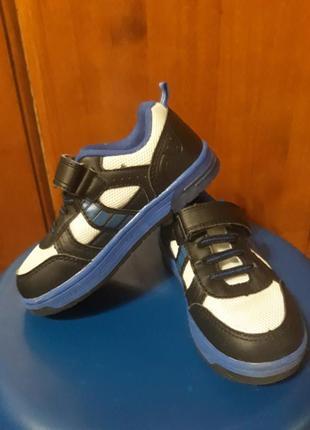 Кроссовки со светящийся подошвой