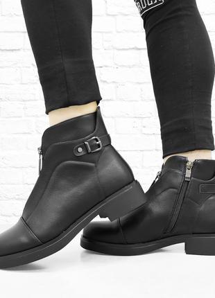 Весенние ботинки на низком каблуке. Черные.