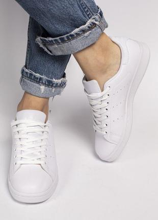 Женские белые кроссовки адидас