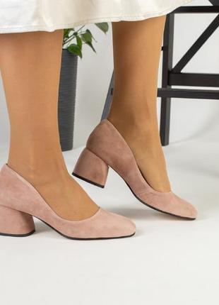Замшевые туфли на каблуке трапеция