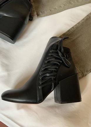 Женская обувь на каблуке - ботинки демисизонные
