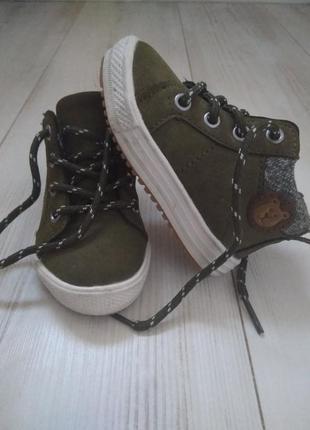Стильные демисезонные ботинки reserved 20-21р. на молнии