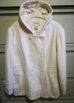 Шерстяное пальто молочного цвета большого размера