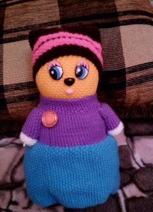 Вязаная куколка-сувенир ручной работы