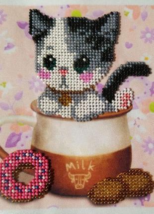 Картина вышитая бисером котик в чашке