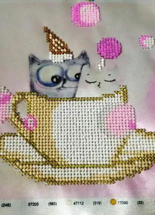 Картина вышитая бисером котики в чашке