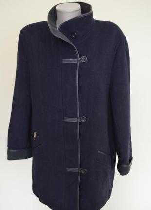 Шикарное немецкое теплое пальто на синтепоне шерстяное