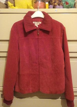 Комбинированная красная куртка