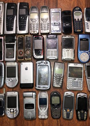 коллекция старых телефонов