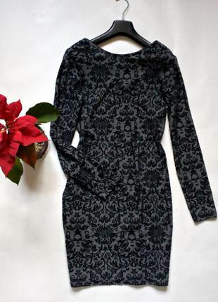 Платье по фигуре с длинными рукавами