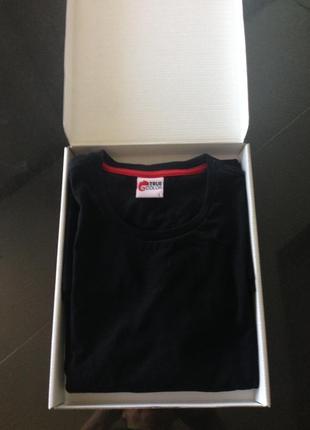 Новая чёрная футболка в упаковке