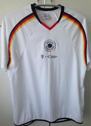 Спортивная футболка