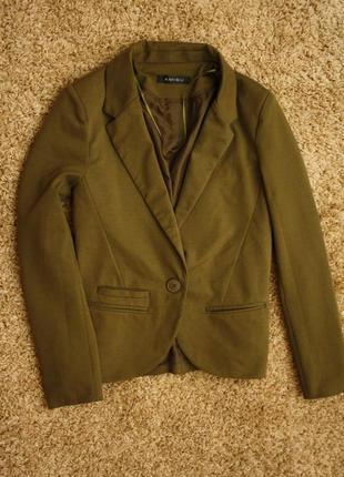 Трикотажный пиджак блейзер хаки