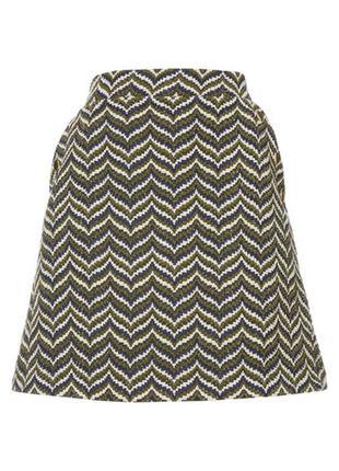 Стильная юбка из плотной фактурной ткани