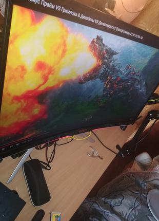Игровой компьютер с геймерским монитором