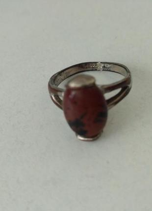 Кольцо с коричневым камнем