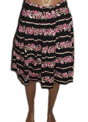 Симпатичная пышная юбка черная в гориз. принт роз коттон/ очен...