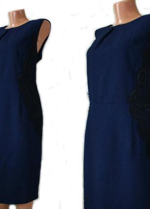 Платье футляр офисное / темно-синее с боковыми нашивками черно...