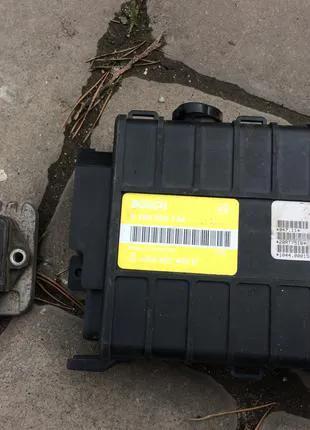 Audi-80 1.8 бензин-блок управления двигателем {мозги}