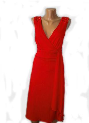 Платье красное с вертикальным воланом и стразами на плечах / t...