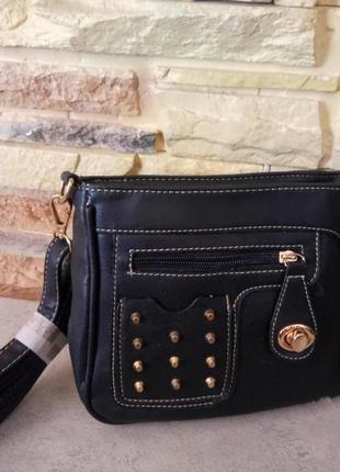 Сумочка сумка клатч кроссбоди с шипами и длинной ручкой