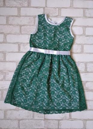 Нарядное платье зеленое с гипюром на девочку