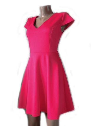 Платье розовая фуксия с расклешенной юбкой текстурный материал...