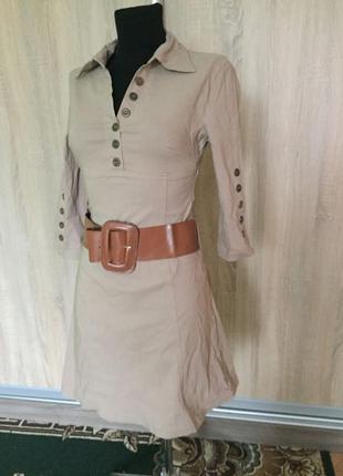 Платье офисное бежевое стрейч декорировано пуговицами + широки...