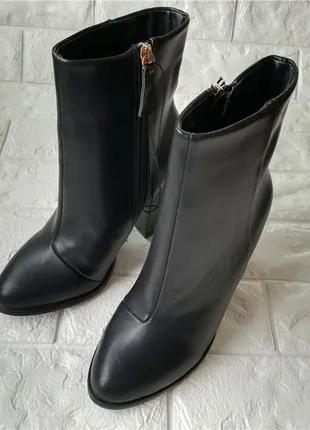 Демисезонные ботинки на каблуке размер 38