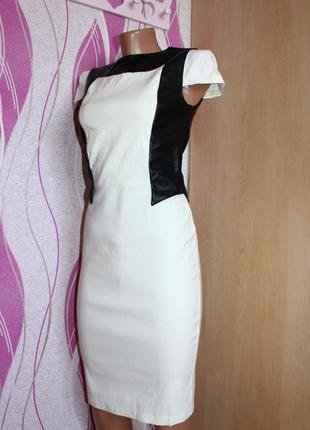 Платье по типу футляр бело-молочное стрейч с вертикальными вст...