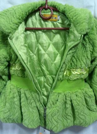 Пальто мех зеленое, на замке.