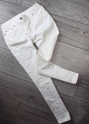 Крутые джинсы скинни белые  в тиснение-гобелен роз,турция, s/8