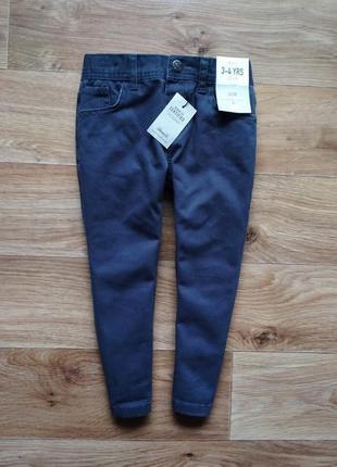 Синие джинсы слим