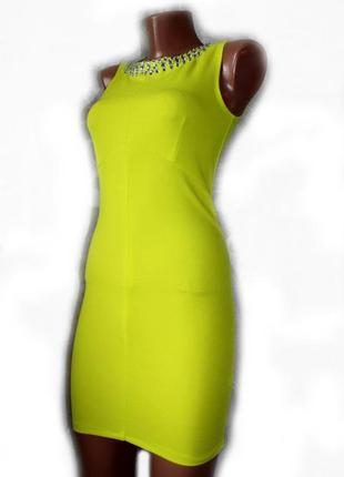 Платье футляр мини в облипку лимонного цвета с пришивными стра...
