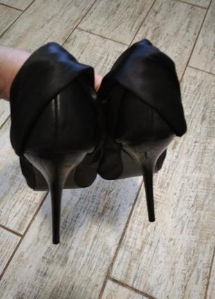 Классические женские туфли на высокой шпильке черного цвета 39...