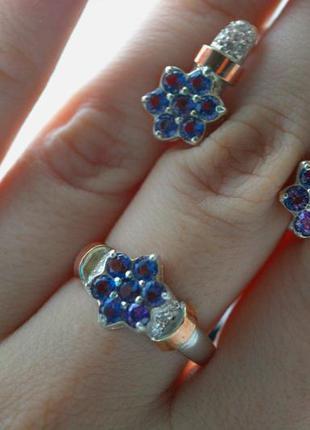 Серебряный набор кольцо и серьги с синим камнем и золотыми впа...