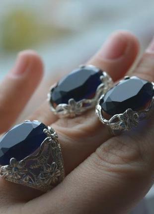 Серебряный набор кольцо и серьги с синим камнем