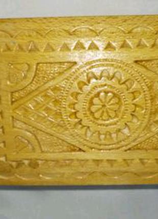 Шкатулка деревянная резная с откидывающейся крышкой. 14,5х9,5х7см