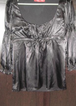 Блуза атласная  размер 38 m глубокое декольте