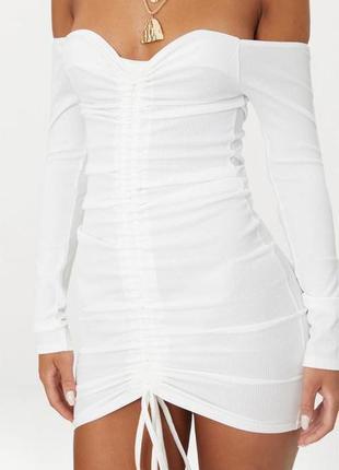 Белое платье мини с длинными рукавами в рубчик
