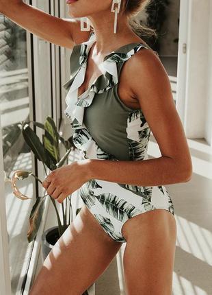 Купальник сдельный с пальмовыми листьями