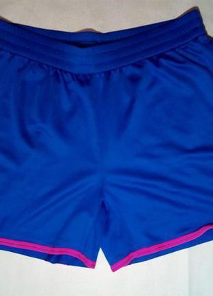 Спортивные шорты nike.