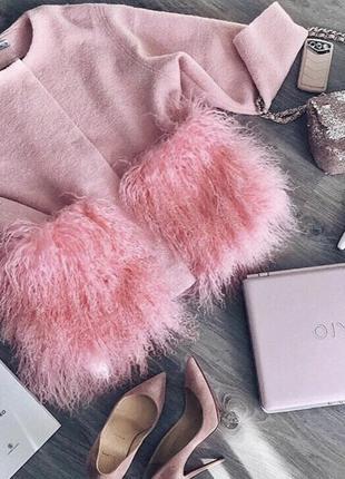 Пальто из меха ламы в нежно-розовом цвете