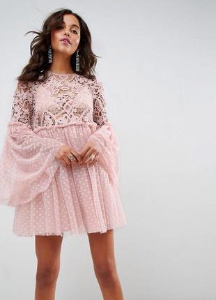 Шикарное пудровое платье с эффектными рукавами в горох хит 201...