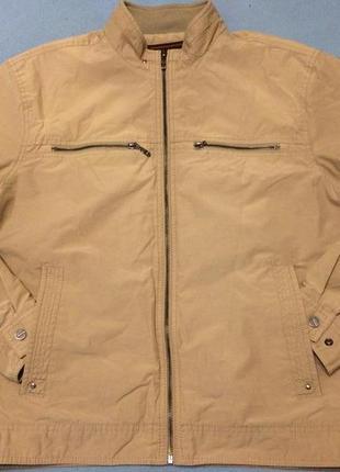 Бежевая мужская курточка