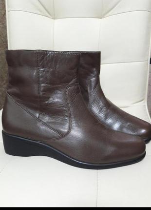 Кожаные женские демисезонные полусапожки ботинки