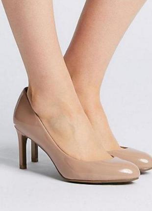 Лаковые нюдовые туфли лодочки на устойчивом каблуке
