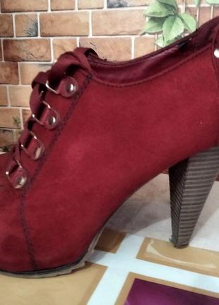 Женские туфли на шнурках и на каблуке Graceland