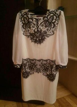 Нарядное белое платье с узором 46-48р.