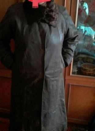 Пальто кожаное в хорошем состоянии